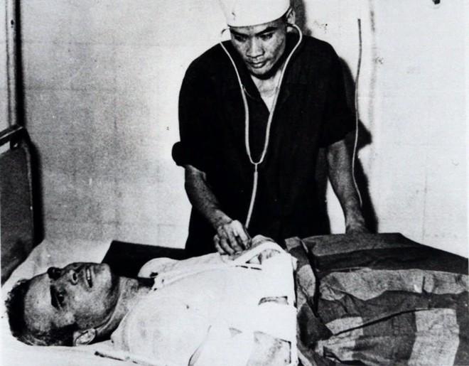 Trung tướng Nga kể lại khoảnh khắc chứng kiến phi công John McCain bị bắn rơi ở Hà Nội - Ảnh 5.