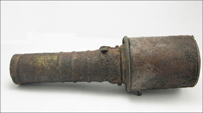 Dùng lựu đạn làm chày suốt 25 năm không hề hay biết - ảnh 1
