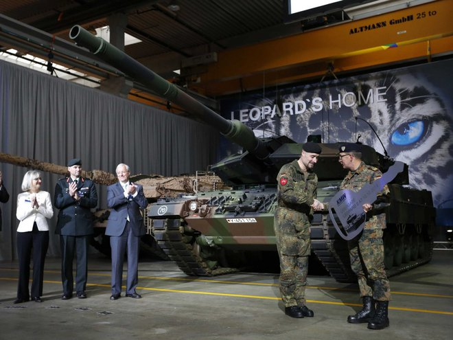 Vũ khí tối tân nhất của Nga có sánh ngang vũ khí NATO? - Ảnh 2.
