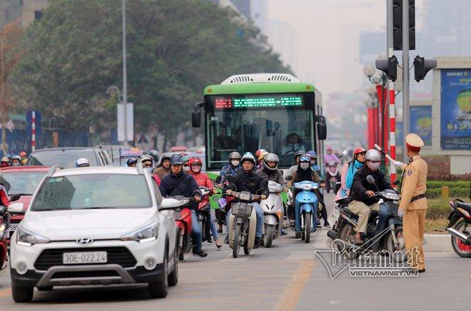Bắt lỗi buýt nhanh BRT ngày đầu chạy chính thức - Ảnh 1.