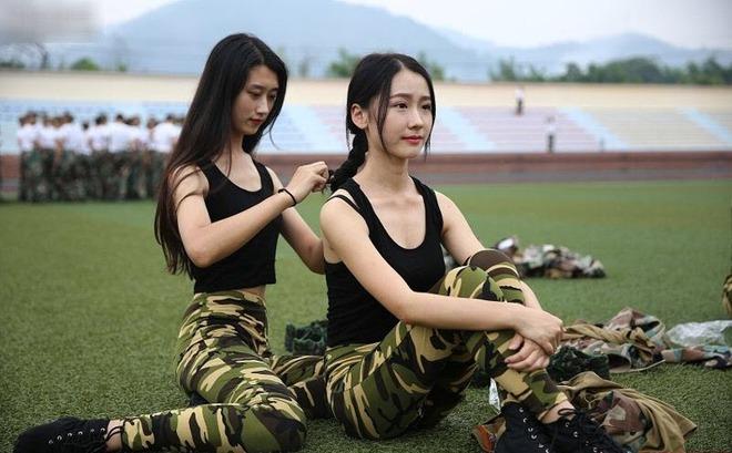 Các nữ sinh học quân sự xinh hơn hoa hậu làm cả trường náo loạn - Ảnh 5.