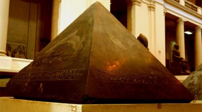 Bí ẩn lịch sử: Vì sao tảng đá cao nhất trên đỉnh kim tự tháp Giza lại biến mất? - Ảnh 2.