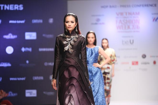 Ngọc Châu được lựa chọn mở màn Tuần lễ thời trang quốc tế - Ảnh 1.