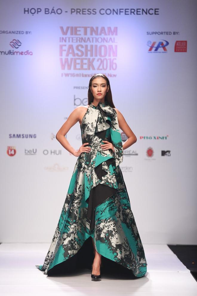 Ngọc Châu được lựa chọn mở màn Tuần lễ thời trang quốc tế - Ảnh 4.