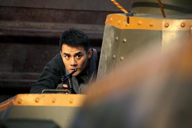 Đóng phim với Thành Long, hàng loạt mỹ nam bị ngược đãi lên bờ xuống ruộng - Ảnh 3.