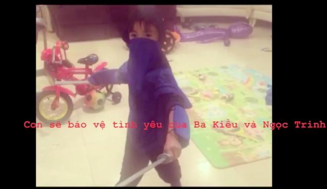Ngọc Trinh xưng mẹ trong clip chơi đùa cùng con trai tỷ phú Hoàng Kiều - Ảnh 2.