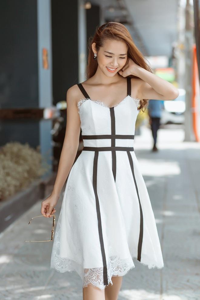 Diệp Bảo Ngọc mặc áo yếm, khoe lưng trần trên phố - Ảnh 8.