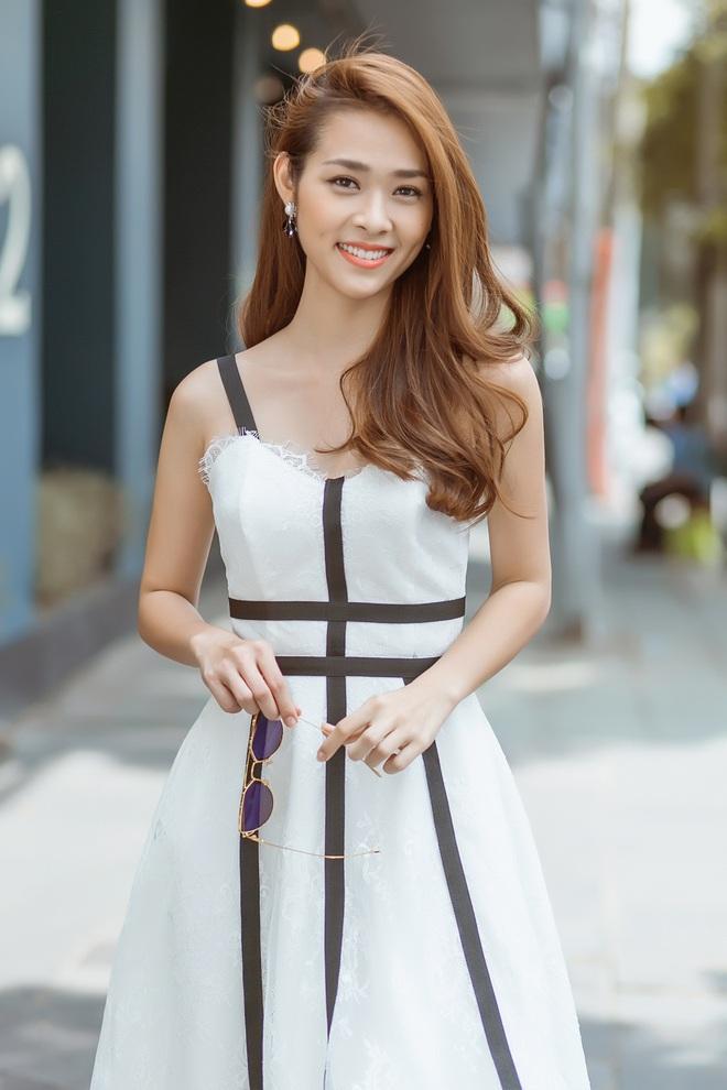 Diệp Bảo Ngọc mặc áo yếm, khoe lưng trần trên phố - Ảnh 7.