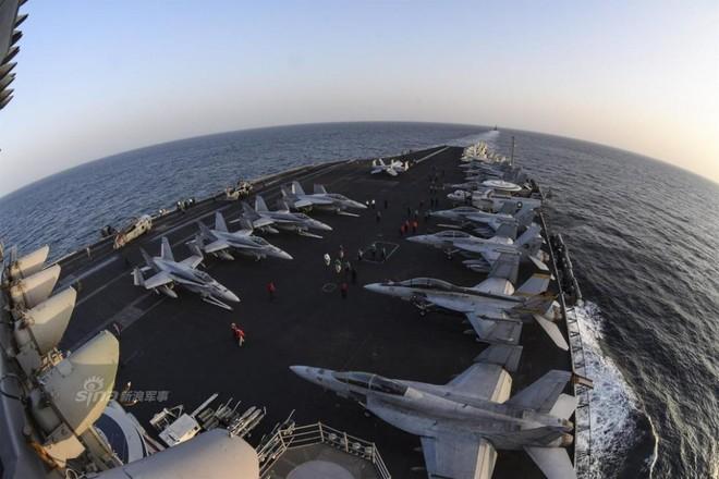 Cuộc sống trưa ăn thịt nướng, chiều đánh golf của thủy thủ tàu sân bay Mỹ - Ảnh 9.