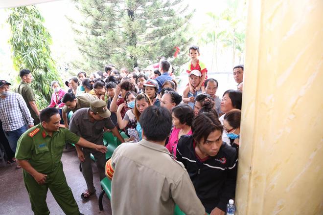Đám tang hỗn loạn: Nhật Hào, quản lý Minh Thuận đều bị móc túi - Ảnh 1.