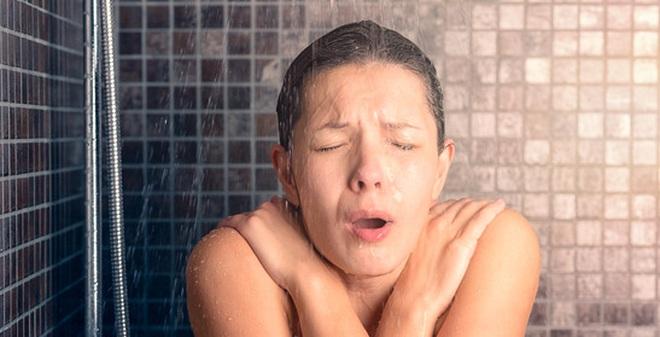 7 sai lầm nguy hiểm khi ở trong nhà tắm rất nhiều người mắc