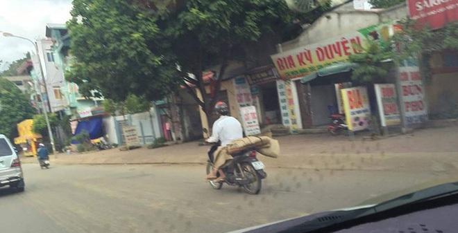 Chở thi thể người bằng xe máy: Quyền người nhà của người bệnh!