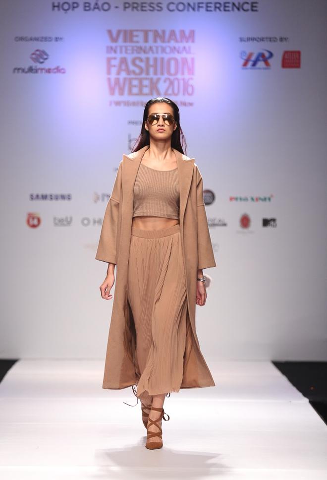 Ngọc Châu được lựa chọn mở màn Tuần lễ thời trang quốc tế - Ảnh 5.