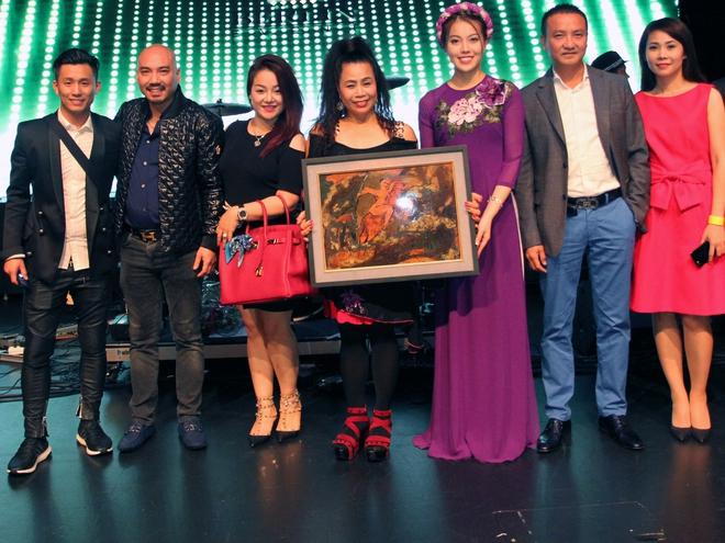 Từ Mỹ, danh ca Khánh Ly xúc động cảm ơn Á hậu Thúy Hằng - Ảnh 2.