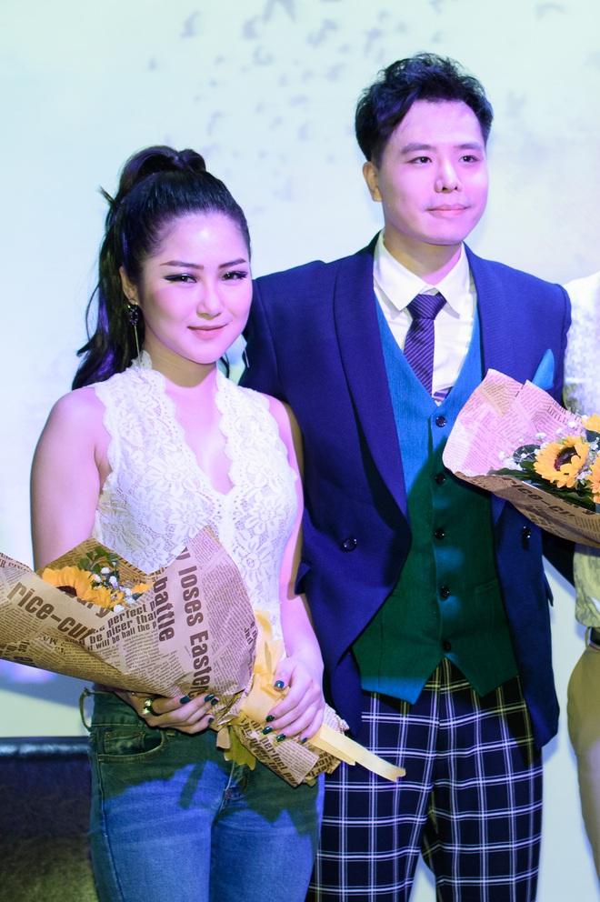 Hương Tràm mặc ren mỏng gợi cảm - Ảnh 5.