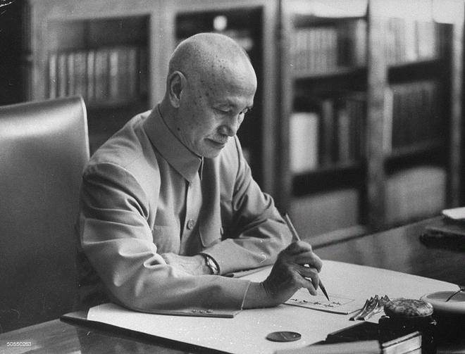 Nhật ký Tưởng Giới Thạch hé lộ lý do cơ hội vàng liên thủ Moskva tấn công TQ bị lỡ dở - Ảnh 2.
