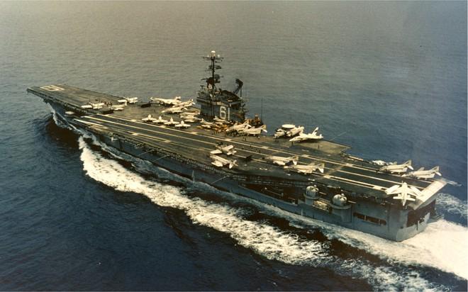 Pông-tông đứt neo ở Trường Sa và những vị khách không mời của hàng không mẫu hạm Mỹ - Ảnh 1.