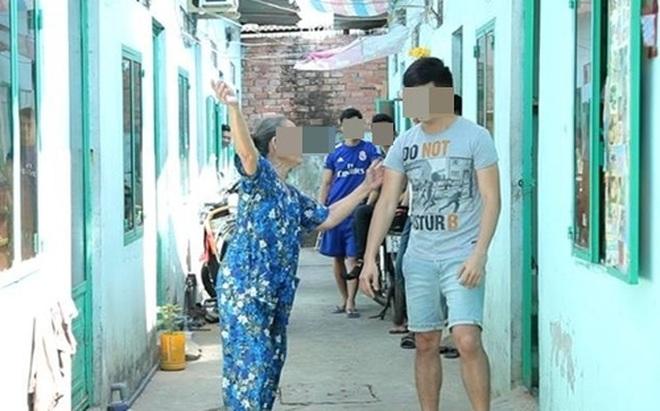 Chủ nhà không cho chàng trai tiếp tục thuê trọ sau khi mở túi rác ra thấy...