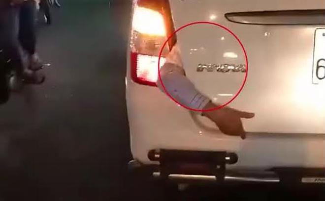 Cánh tay thò ra từ cốp taxi trên phố Sài Gòn gây xôn xao: Hãng taxi đã có kết quả xác minh