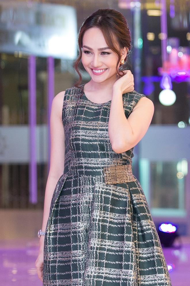 Á hậu Kim Duyên gây chú ý khi lấn sân sang làm MC - Ảnh 3.