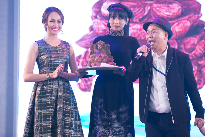 Á hậu Kim Duyên gây chú ý khi lấn sân sang làm MC - Ảnh 7.