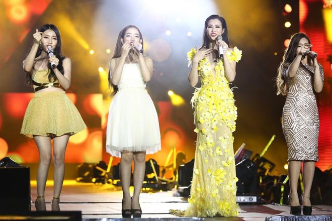 Đông Nhi lạc giọng, nức nở khi hát cảm ơn mẹ trước 15 nghìn fan - Ảnh 17.