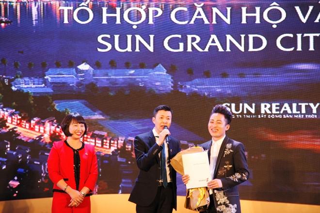 Tùng Dương trở thành cư dân đầu tiên tại Sun Grand City Thuy Khue Residence - Ảnh 1.