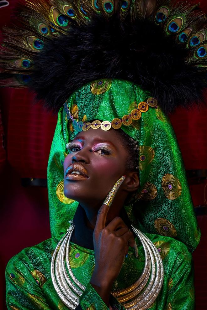 Nực cười trước hành động chê bai người mẫu châu Phi mặc áo dài Việt - Ảnh 2.