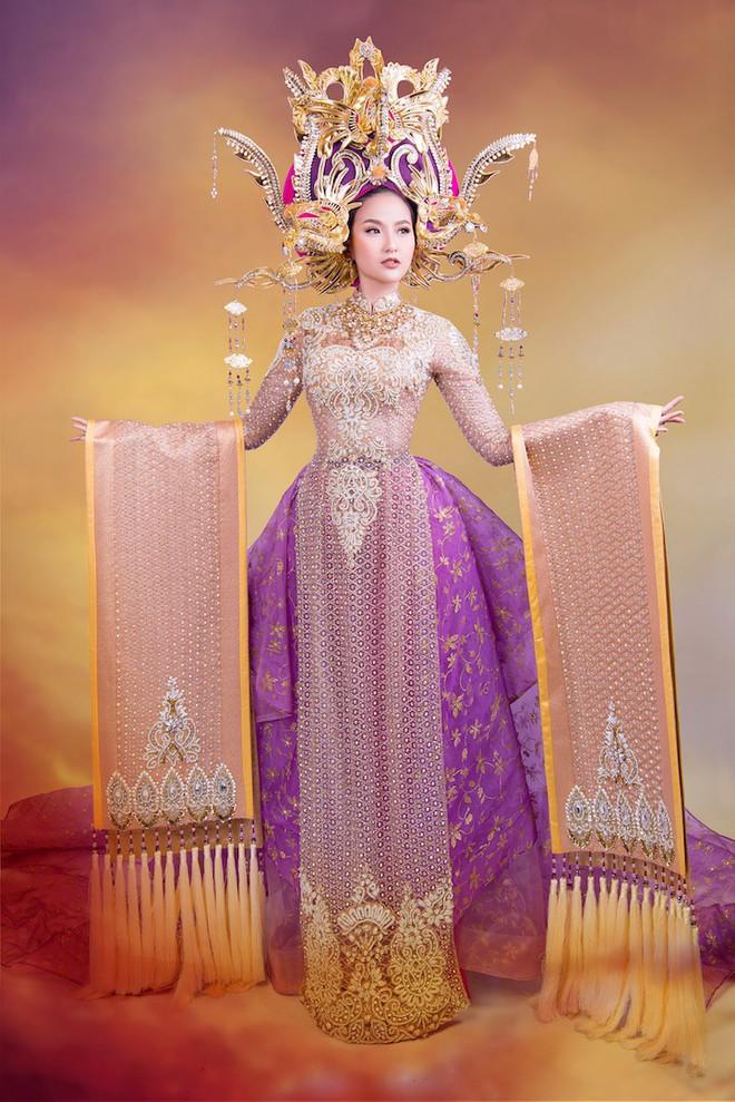 Cận cảnh trang phục dân tộc lộng lẫy của Khánh Ngân tại cuộc thi Hoa hậu Hoàn cầu 2017 - Ảnh 2.