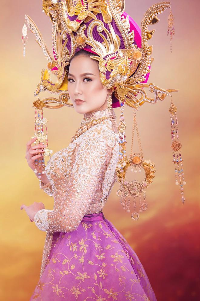 Cận cảnh trang phục dân tộc lộng lẫy của Khánh Ngân tại cuộc thi Hoa hậu Hoàn cầu 2017 - Ảnh 3.