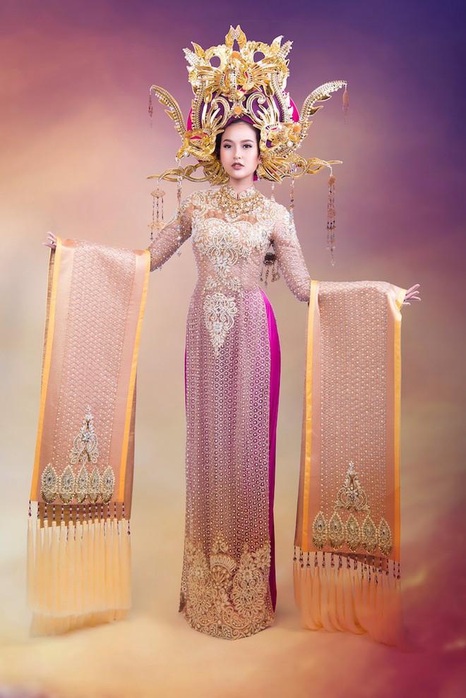 Cận cảnh trang phục dân tộc lộng lẫy của Khánh Ngân tại cuộc thi Hoa hậu Hoàn cầu 2017 - Ảnh 4.