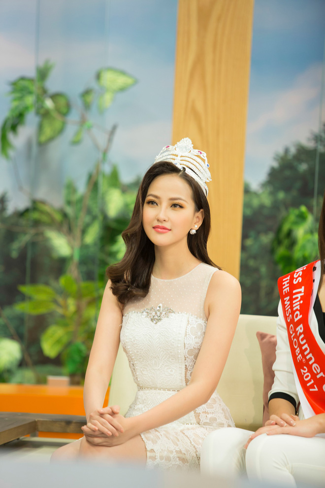 Hoa hậu Hoàn cầu Khánh Ngân rạng rỡ trên đài truyền hình quốc tế - Ảnh 3.