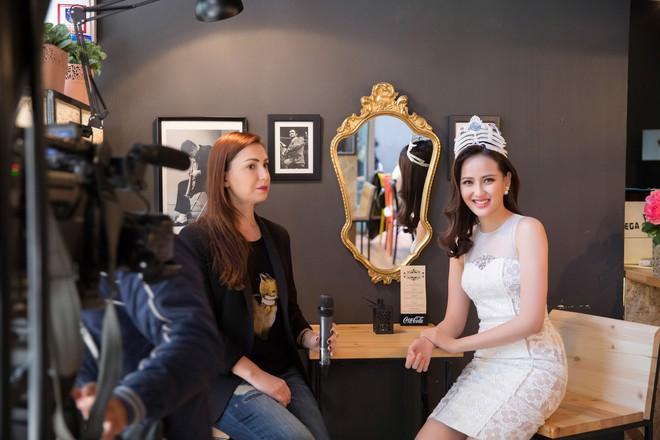 Hoa hậu Hoàn cầu Khánh Ngân rạng rỡ trên đài truyền hình quốc tế - Ảnh 7.