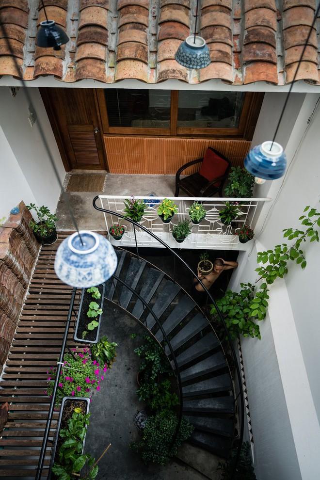 Ngôi nhà trong hẻm của người dân Tp. Hồ Chí Minh đẹp lung linh trên báo Mỹ - Ảnh 9.