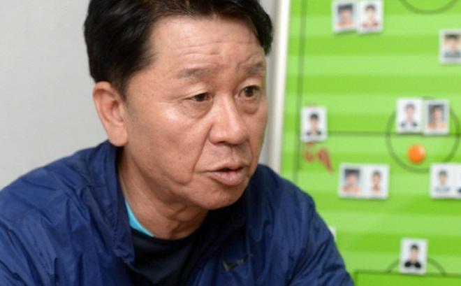 """HLV Hàn Quốc nói điều khiến bầu Đức và HAGL """"mở cờ trong bụng"""""""