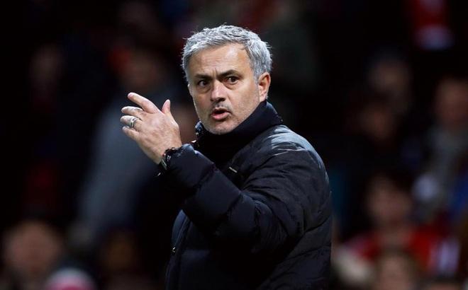 """Mourinho nói điều bất ngờ sau """"canh bạc"""" tại League Cup"""