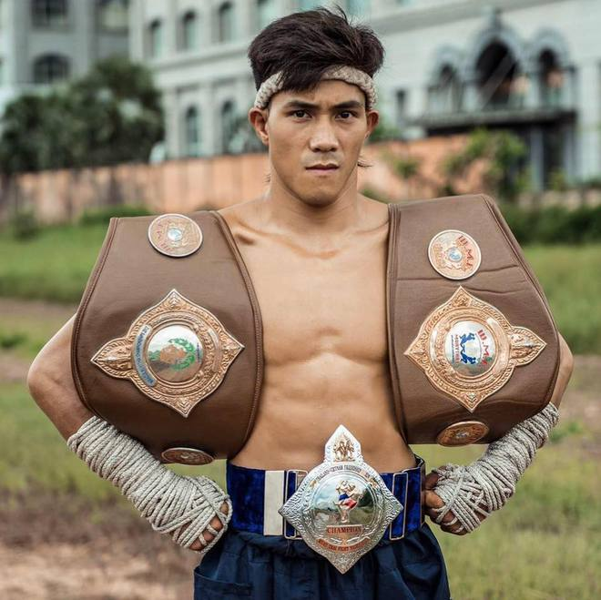"""Cao thủ Karate, siêu sao Muay Thái giải mã """"cú sốc 49 giây"""" của võ sĩ gốc Việt 2"""
