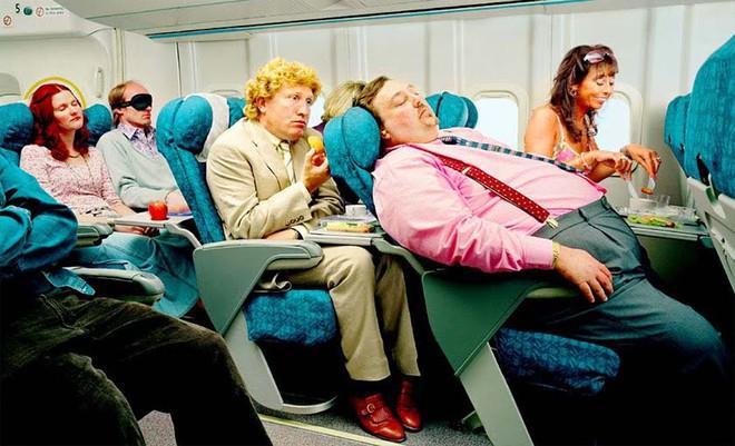 10 phép lịch sự tối thiểu trên máy bay mà ai cũng nên biết - Ảnh 3.