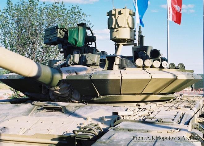 Hệ thống phòng vệ chủ động cho T-90: Arena hay Iron Fist? - Ảnh 2.