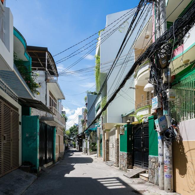 Ngôi nhà trong hẻm của người dân Tp. Hồ Chí Minh đẹp lung linh trên báo Mỹ - Ảnh 1.