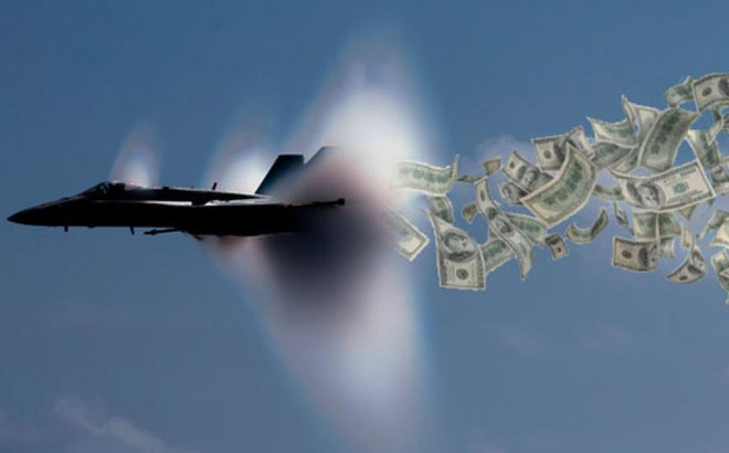 """Chuyên gia VN: Thấy gì sau ngân sách quốc phòng khổng lồ, """"70 đoàn tàu mới chở hết"""" của Mỹ?"""