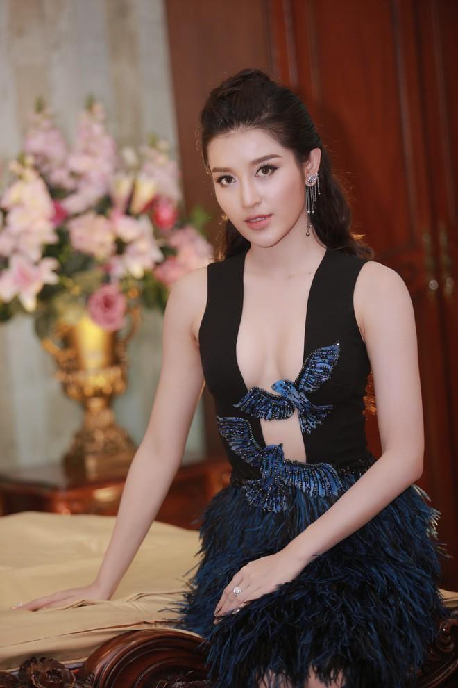 Á hậu Huyền My mặc táo bạo, tái xuất sau lùm xùm tại Hoa hậu Hòa bình Thế giới - Ảnh 5.