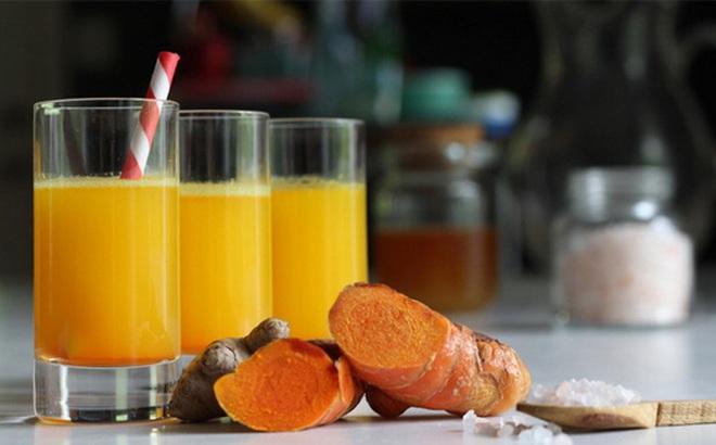 3 lợi ích không ngờ khi bạn uống nước ấm pha nghệ vào buổi sáng