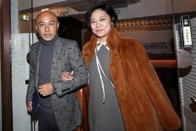 Vợ của Trương Vệ Kiện bị chế nhạo vì tăng cân và xuống sắc - ảnh 1