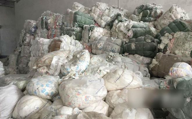 Tã giấy người lớn sản xuất từ phế liệu bốc mùi, mang mầm bệnh hại người tiêu dùng