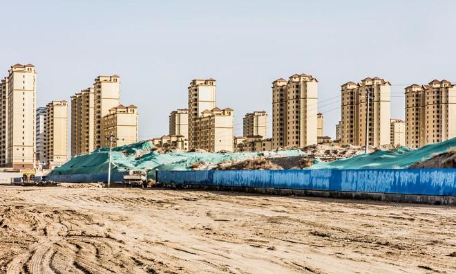Những thành phố ma giữa lòng sa mạc ở Trung Quốc đang dần tỉnh giấc - Ảnh 2.