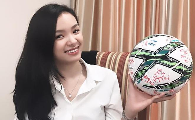 """Người đẹp thành đạt phía sau """"bộ mặt"""" chưa từng thấy của U20 VN dự World Cup"""