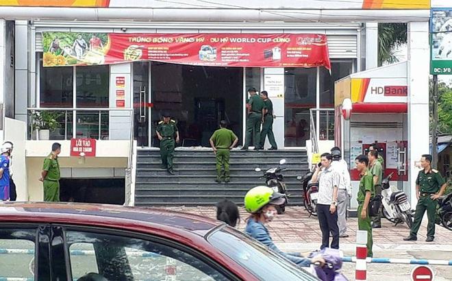 Truy bắt 2 đối tượng dùng vũ khí lao vào cướp ngân hàng ở Đồng Nai