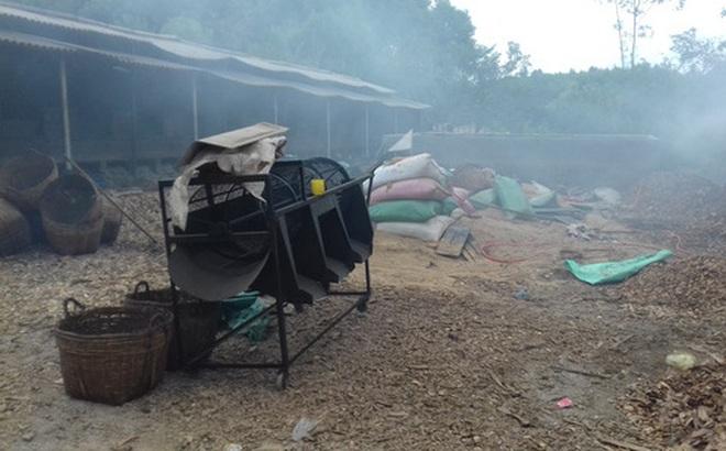 Người dân kéo đến xưởng chế biến cau gây ô nhiễm, 5 công nhân Trung Quốc bỏ chạy vào rừng