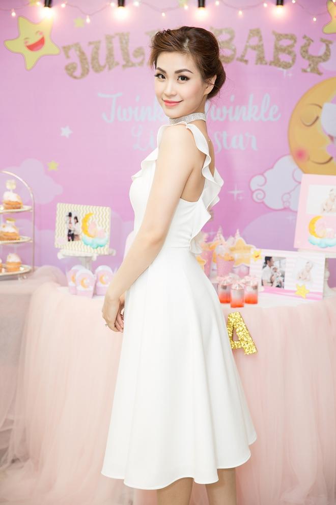 Chồng đại gia vắng mặt, Diễm Trang tự tay tổ chức sinh nhật cho con gái - Ảnh 9.